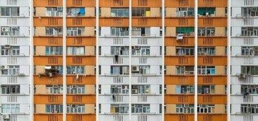 Австралийский фотограф Питер Стюрат дает возможность по-новому взглянуть на Гонконг. Он изображает город не как красивый мегаполис с блестящими небоскребами, а как геометрически сложенный муравейник.